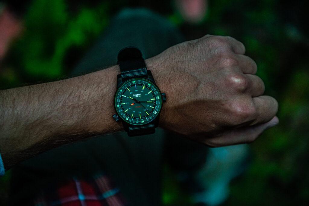 Uhr mit leuchtendem Ziffernblatt