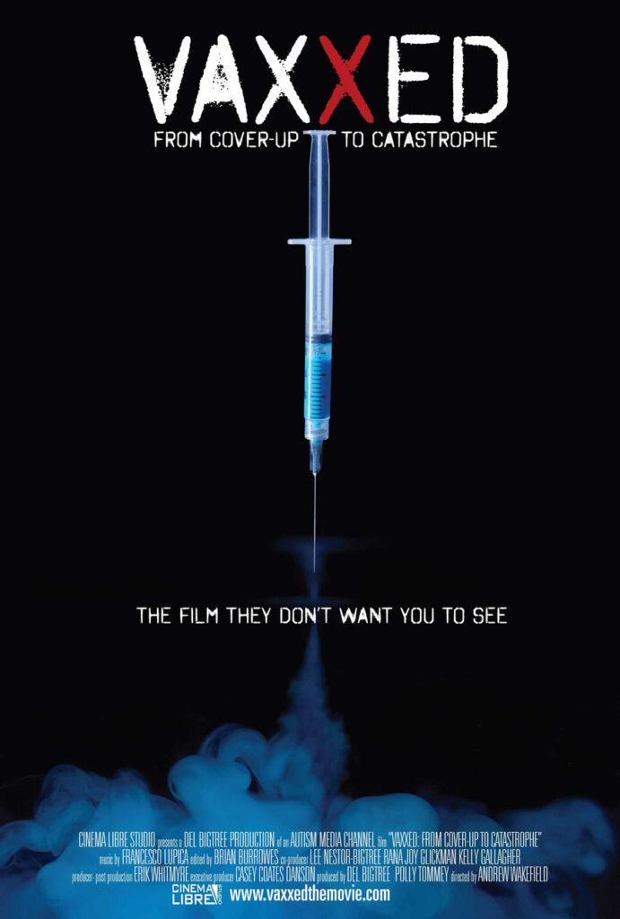 Filmplakat des Films Vaxxed: Spritze mit blauer Flüssigkeit vor schwarzem Hintergrund