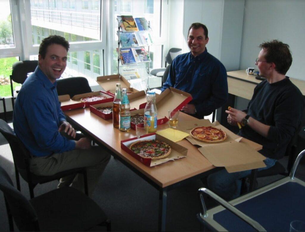 Pizza im Startup-Büro der drei Wissenschaftler
