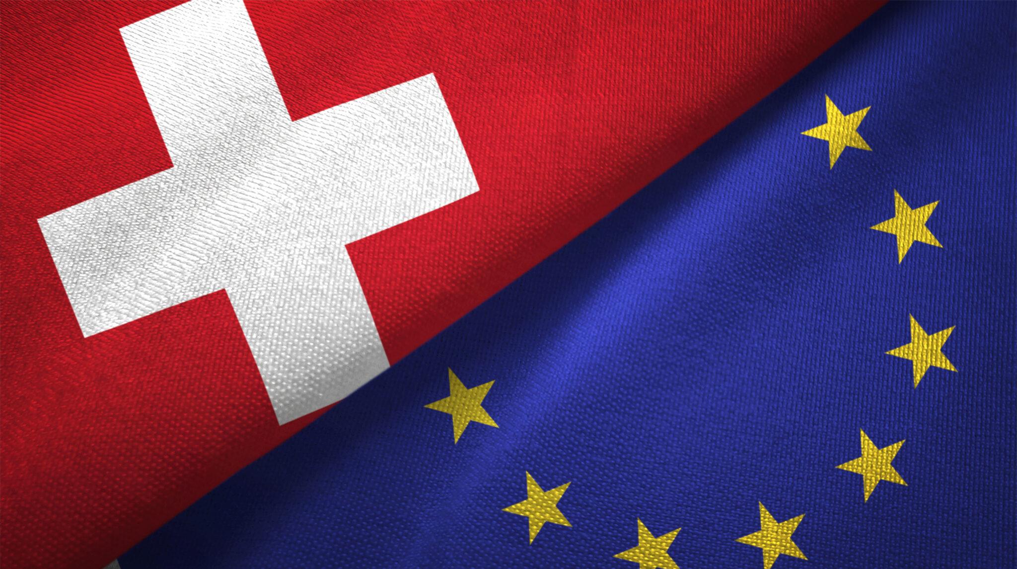 Europäische Union und die Schweiz Flagge zusammen.